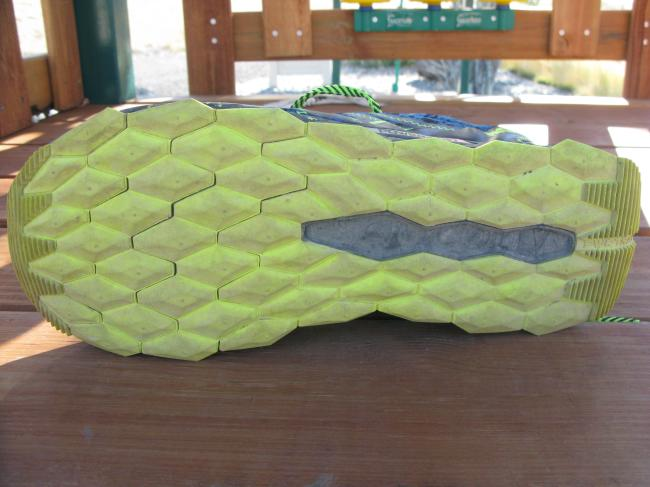 Unique outsole design with thick PWRTRAC blown rubber that works well in many different conditions. Thickness helps with cushion, but contributes to heaviness.