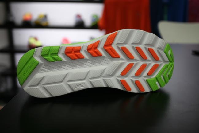 New outsole that doesn't differ dramatically other than its move away from the more typical Kinvara triangle shapes, but offers similar coverage.